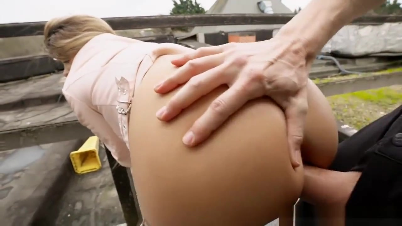 Euro Slut Sucks Off And Boned In Public In Exchange For Cash First time porn tryouts