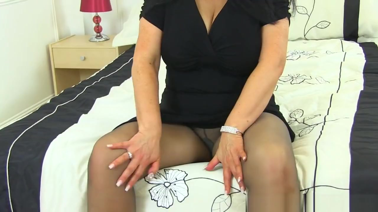 Cunnilingis on a girl getting fucked Sexy Video