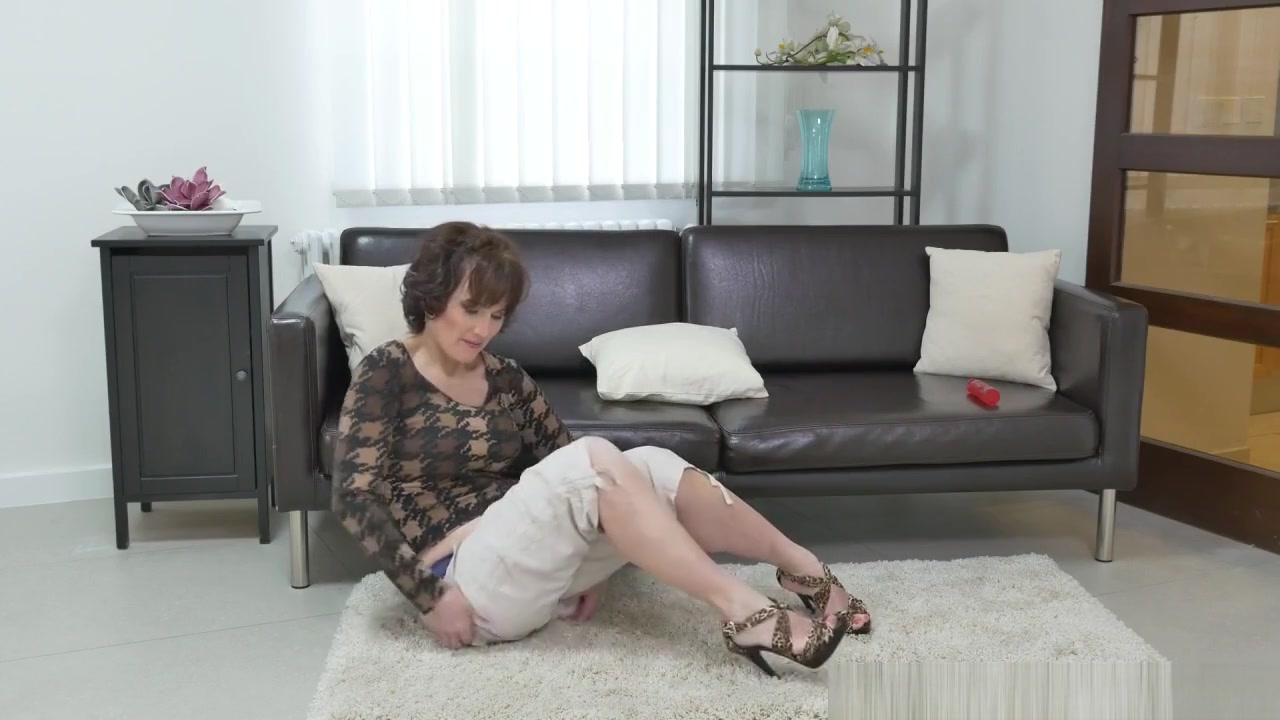 Porn clips Slutty grannies threesome porn