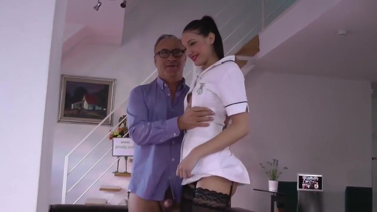 Barefooter dating divas Porn Base