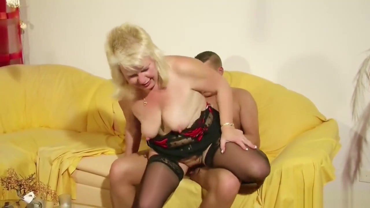 xXx Photo Galleries Blowjob from the busty flower girl