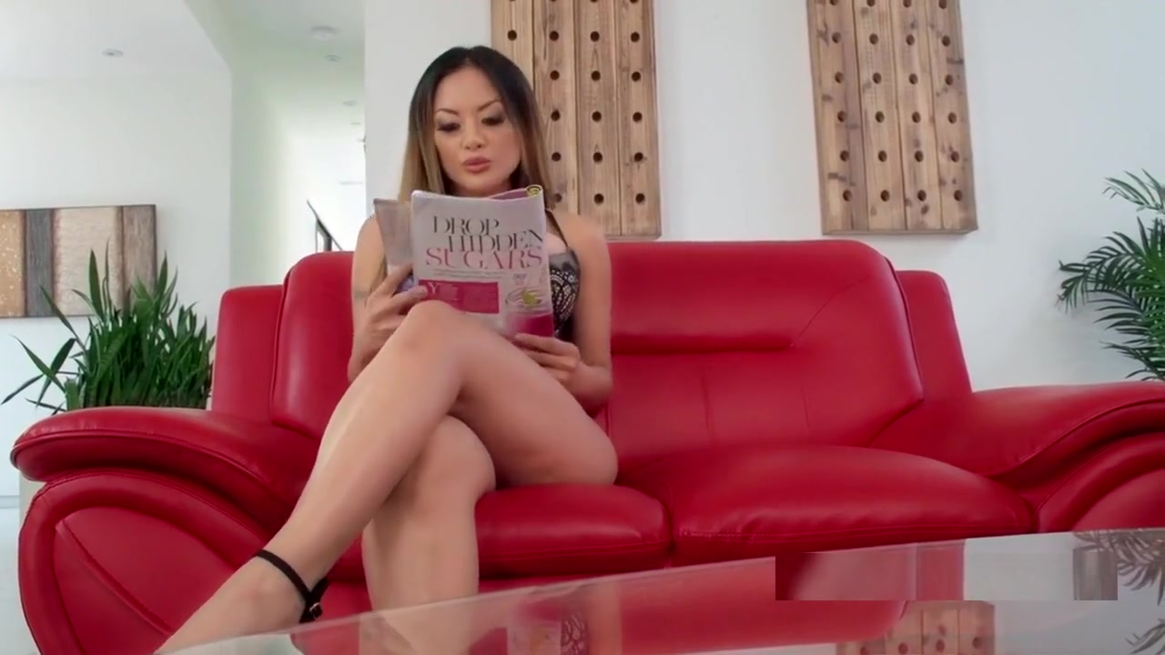 Sexy Video Alexia grinds her swollen clit on Dillon