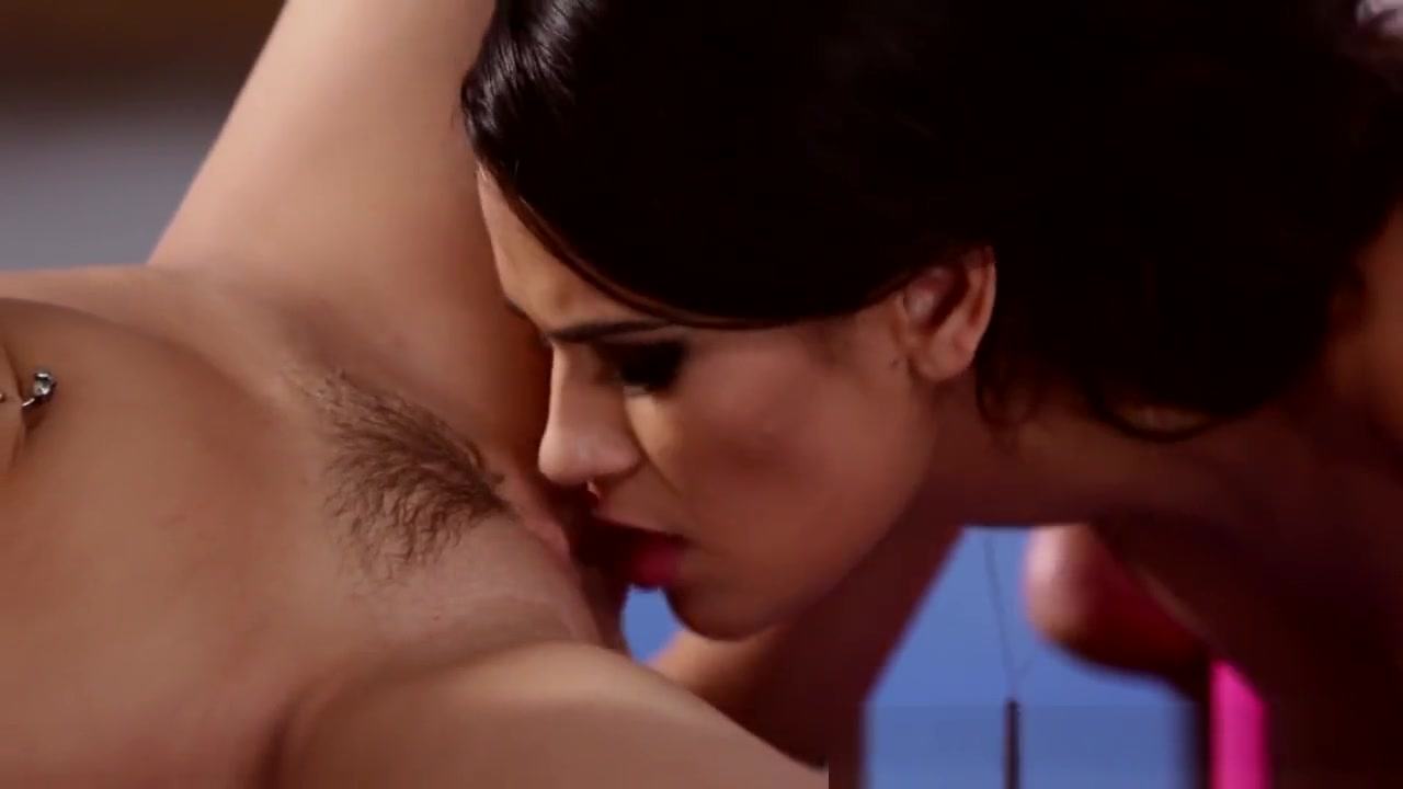 Sexy Bondaged fucked lesbien