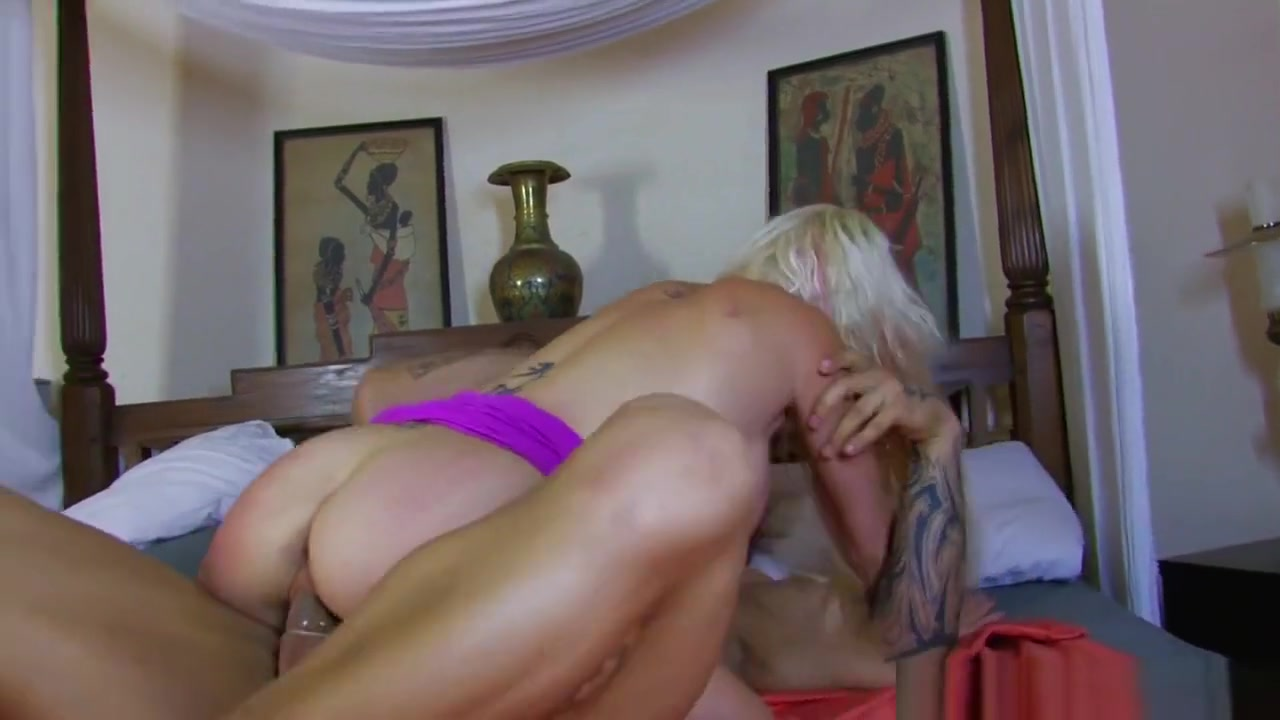 Sexy Video Kiss by monster mini golf las vegas nv