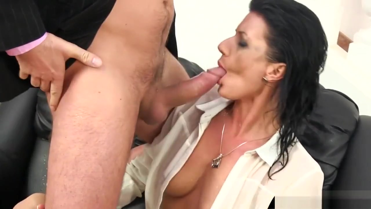 Porno photo Penetrating hot girl with monster dick