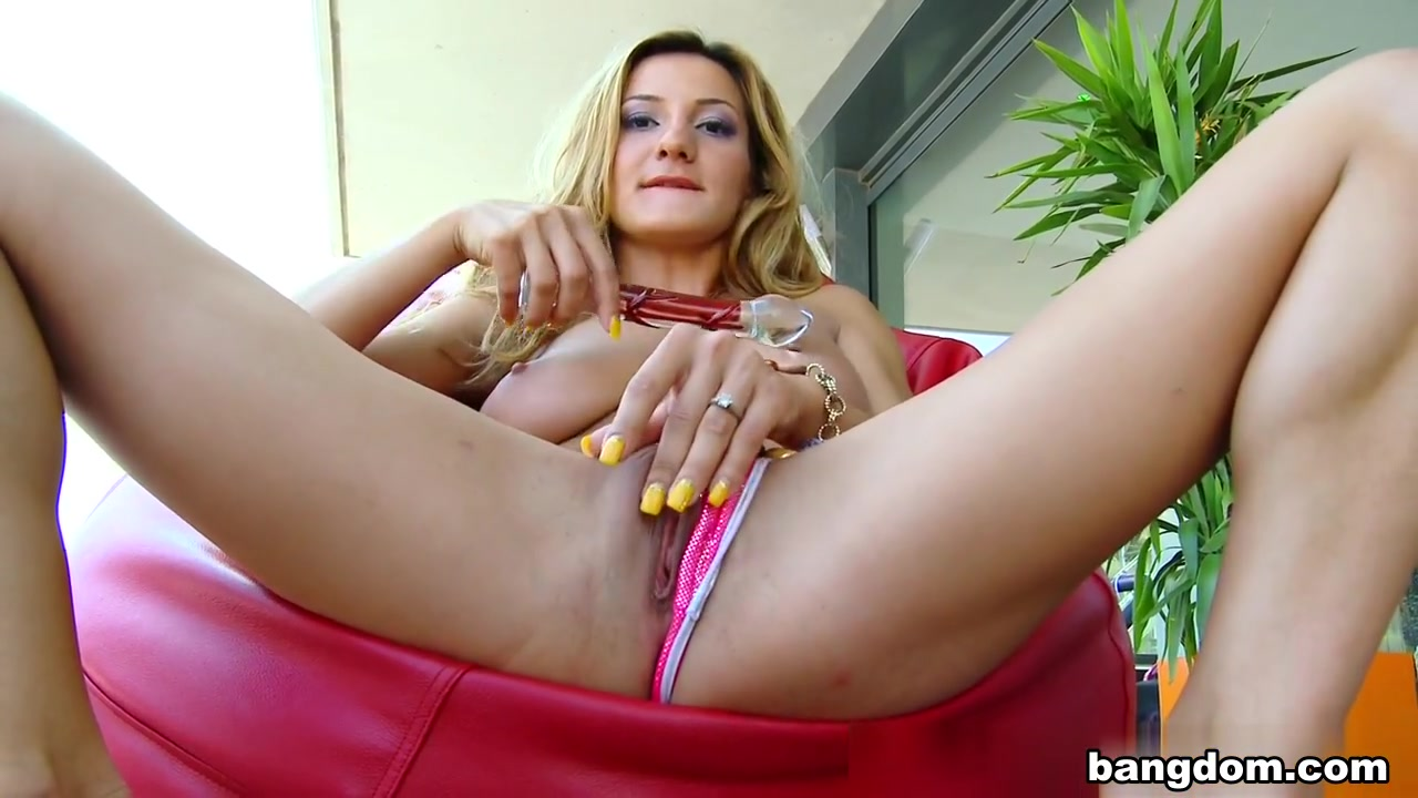 Alice Romain in Alice loves it in the butt Fat nude ladies pics