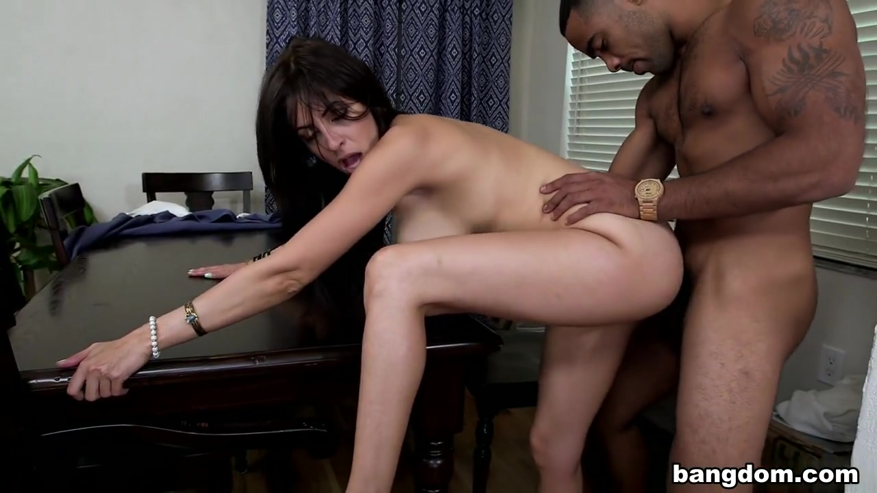Nude photos Lesbian babe strapon fucks pussy in home