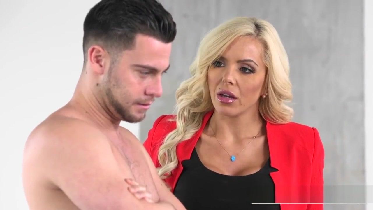 Hot xXx Video Miranda cosgrove butt