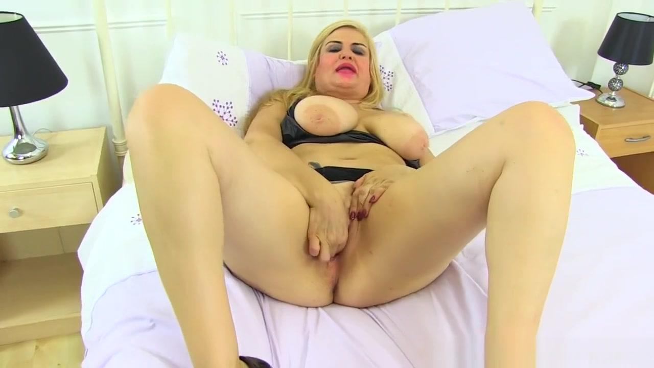 Spanish Milf Musa Libertina Stuffs Her Mature Pussy African sexy sex