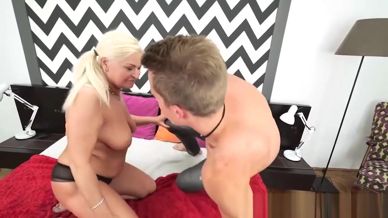Hot xXx Pics Mature housewife porn sex