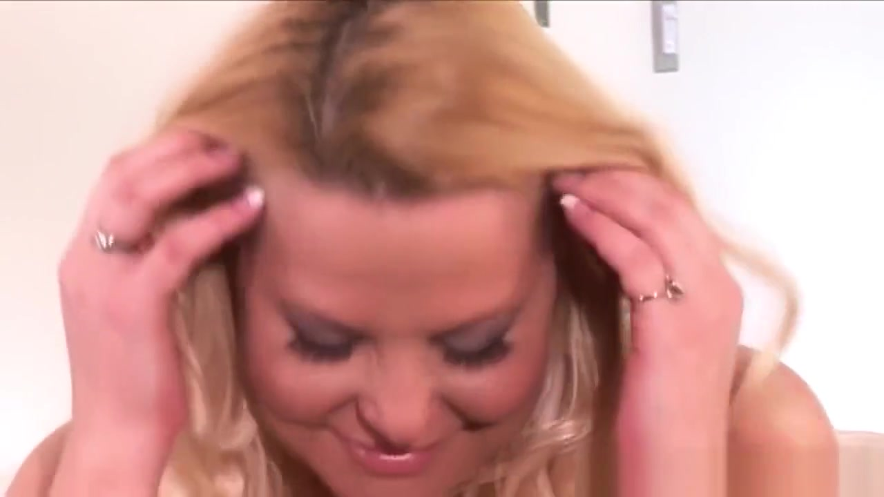 Huge herself with Bbw dildo fucks wife