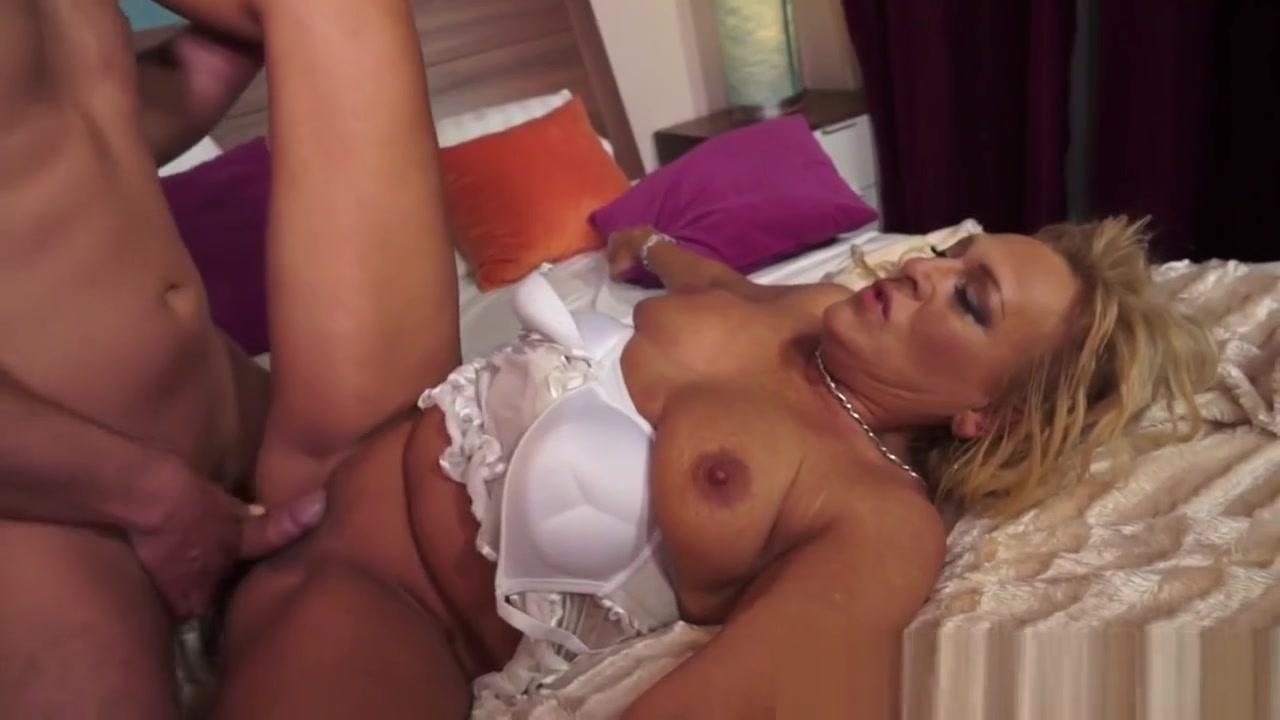 Naked FuckBook Ricerca sul bullismo yahoo dating