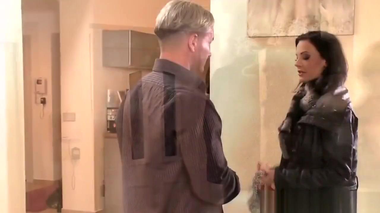 Quality porn Riley Reid and Mindi Mink lesbian action