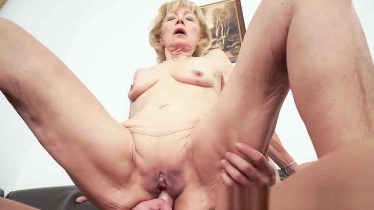 Cummy Mouthed Granny Suck Sexy toes to suck