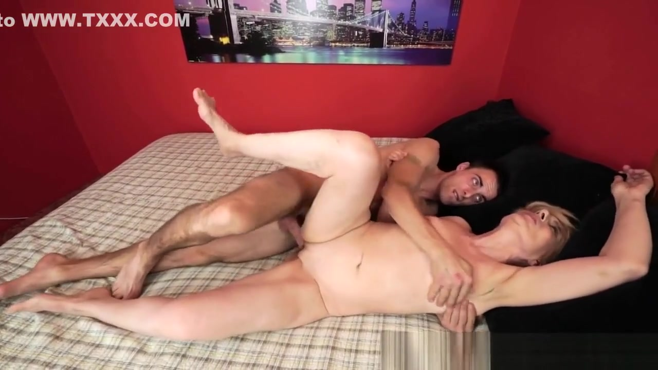 Porn pictures Milf mom young friend porn