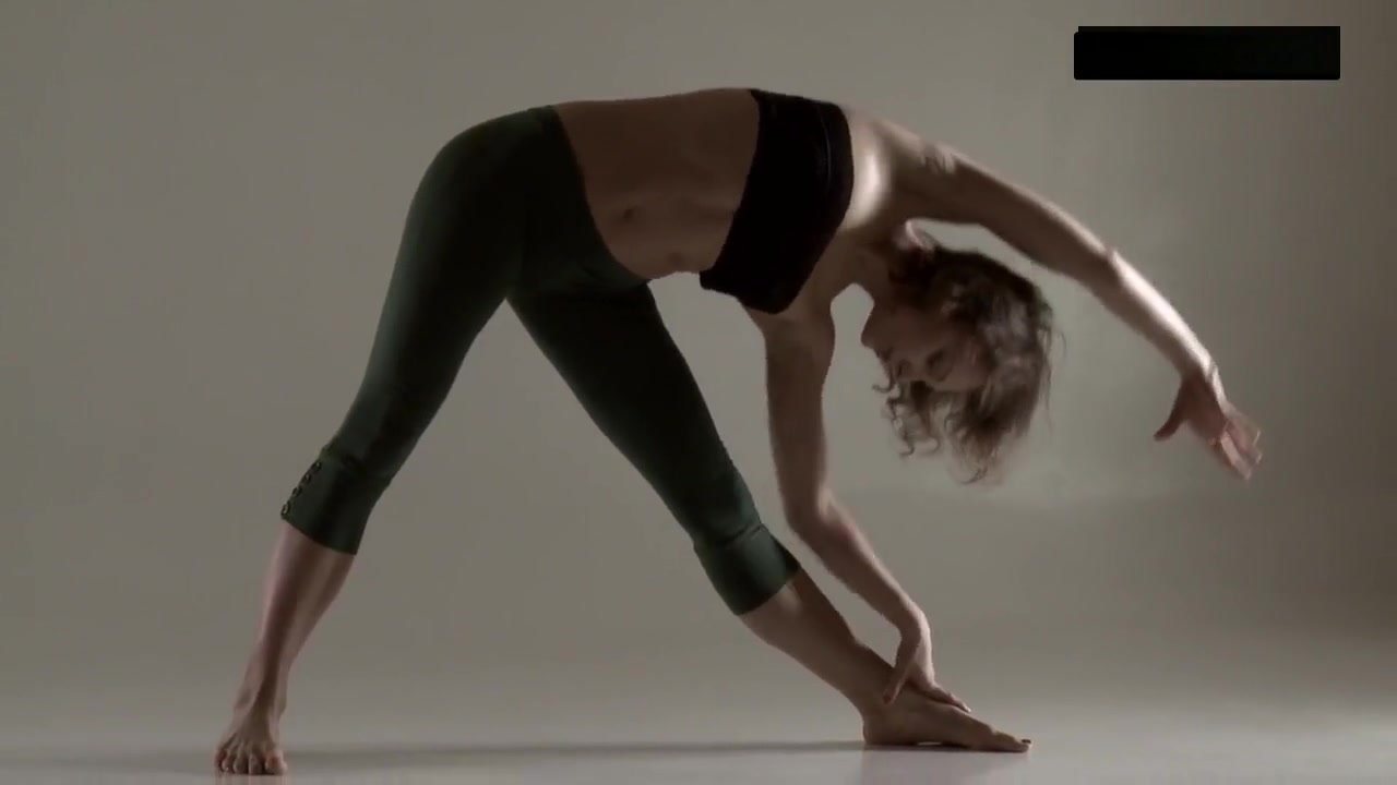 Razdery Noga In Tight Yoga Pants Bell bison photo tits