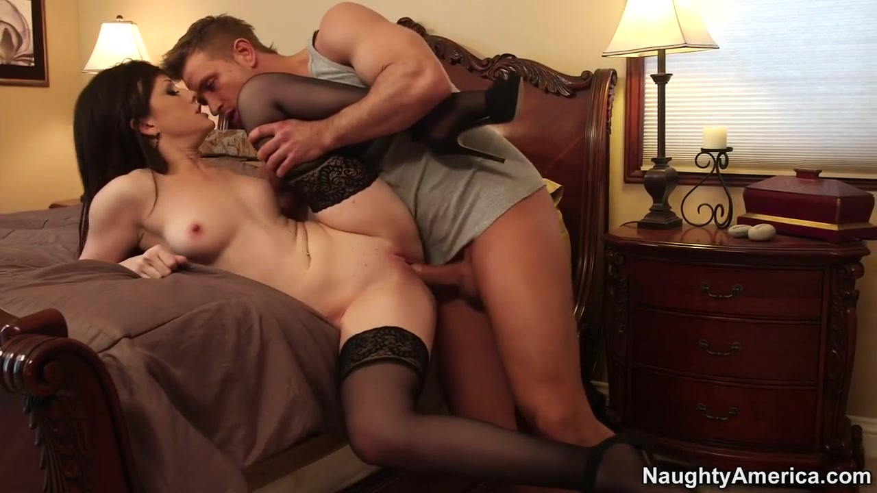 Hot xXx Video Does carol hook up with axel