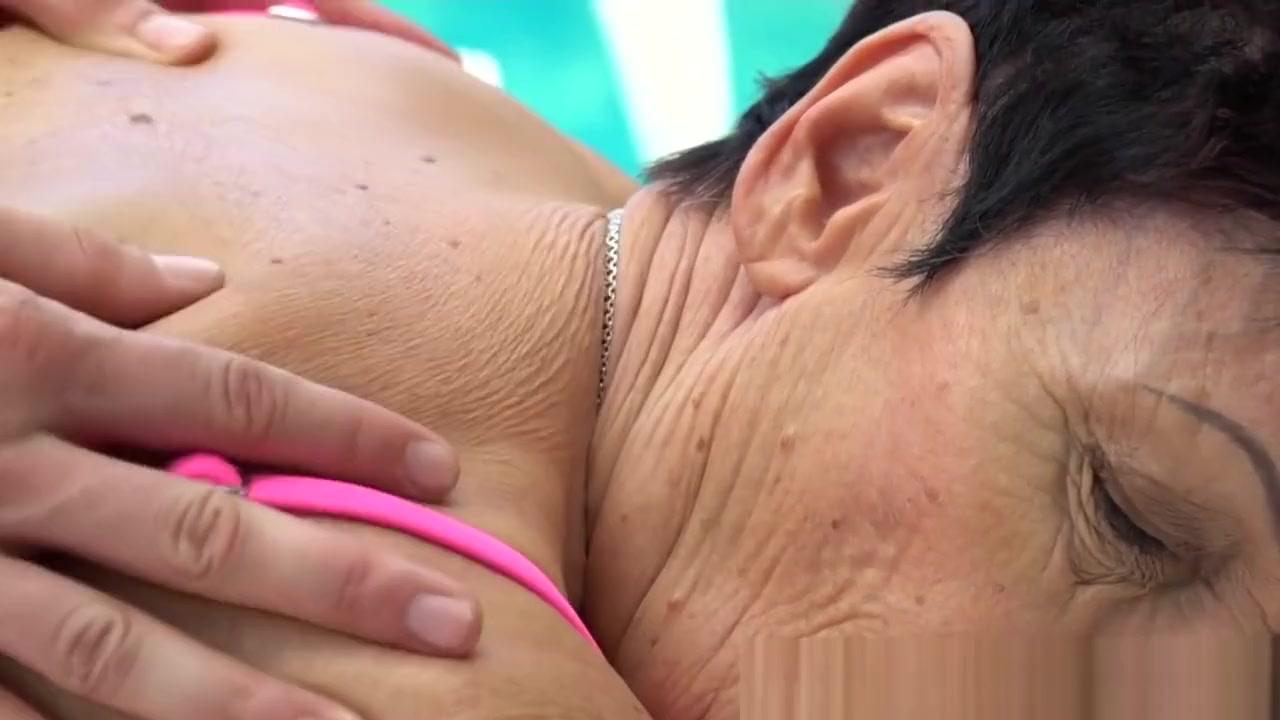 xXx Pics Camille Crimson Gives Sensual Body Language Blowjob
