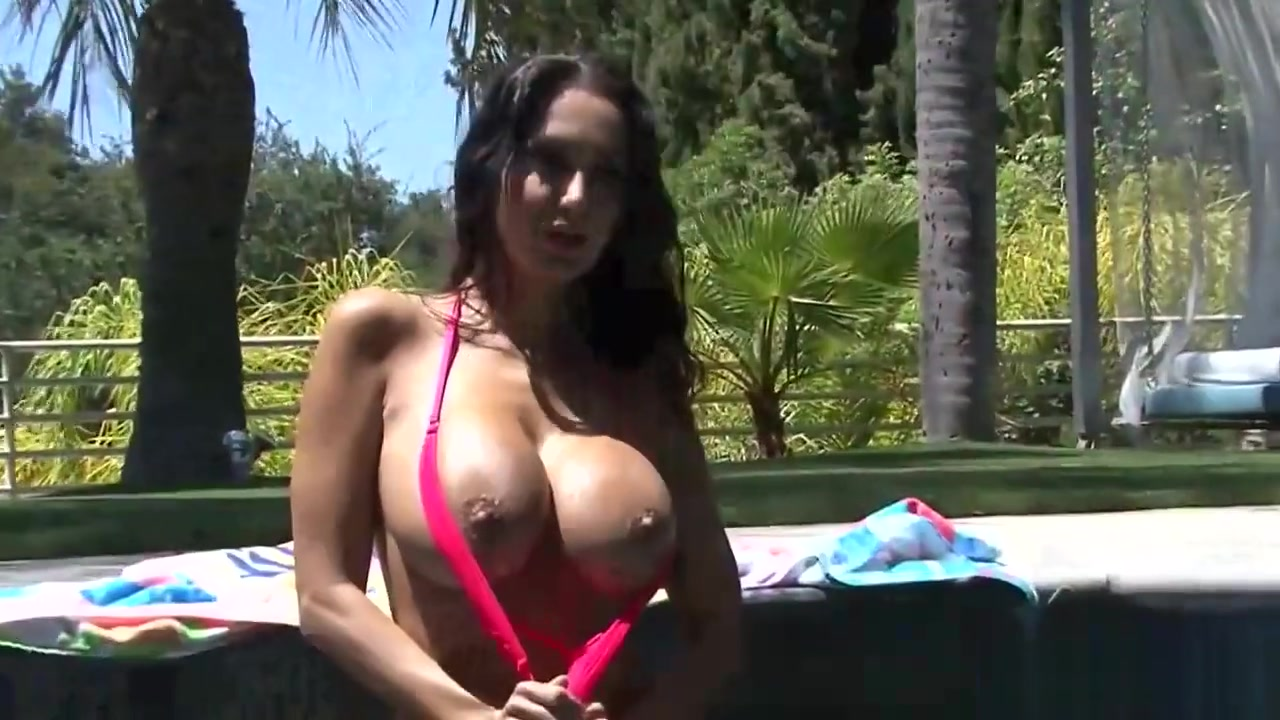 Busty Princess Loves Playing At The Pool