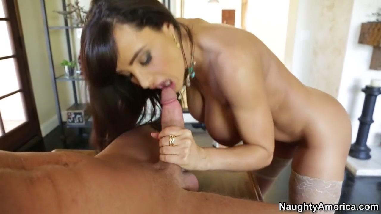XXX Video Busty boobs nude pics