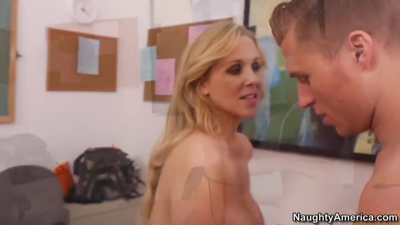Brazilian mature woman fucking Porn pic