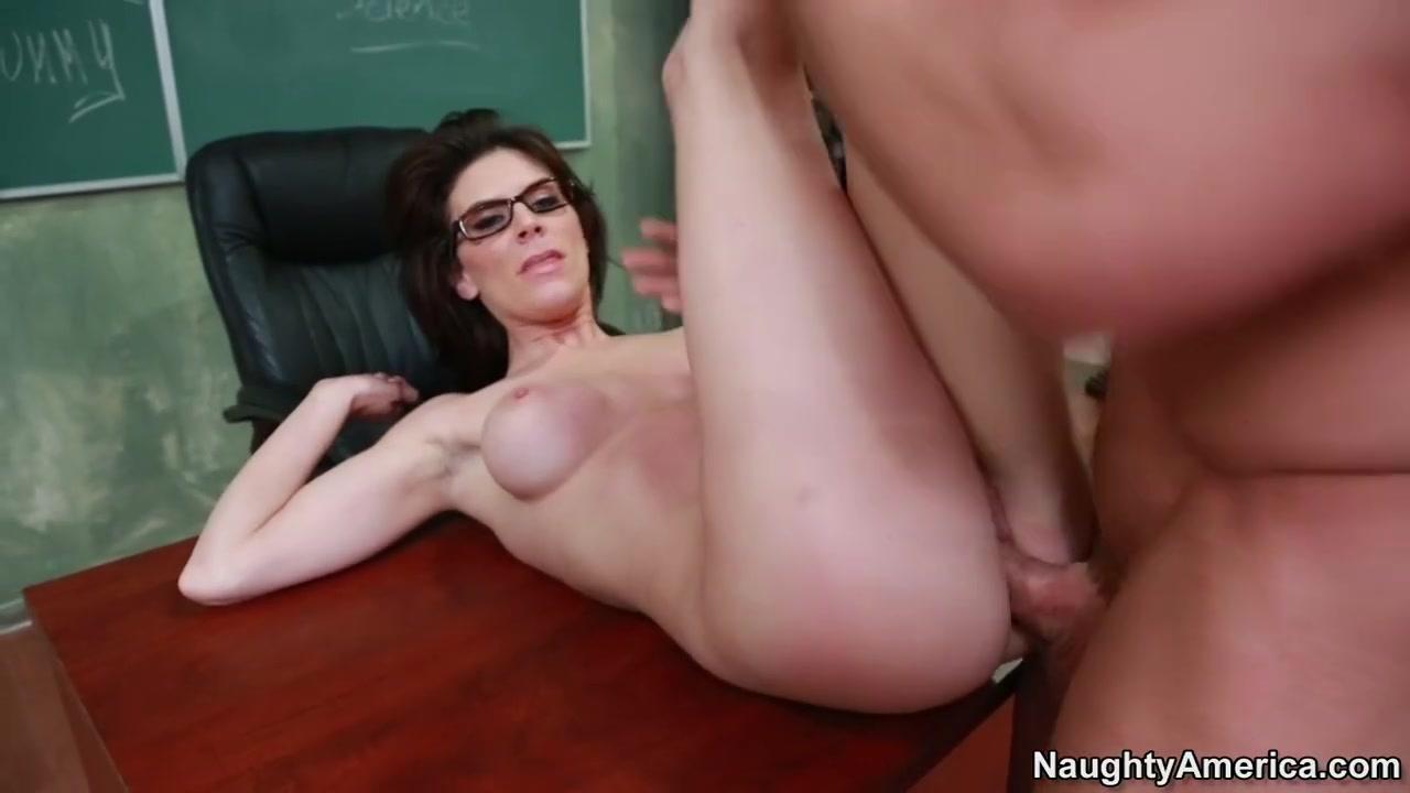Naked xXx Big tittie ebony porn