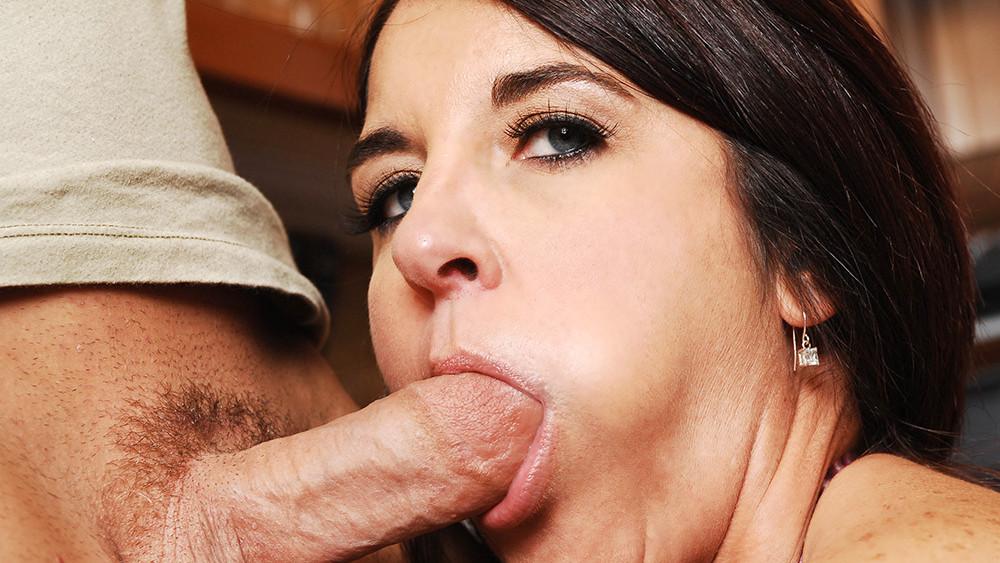 Kasandra Blue & Derrick Pierce in My Friends Hot Mom Free online dating romania