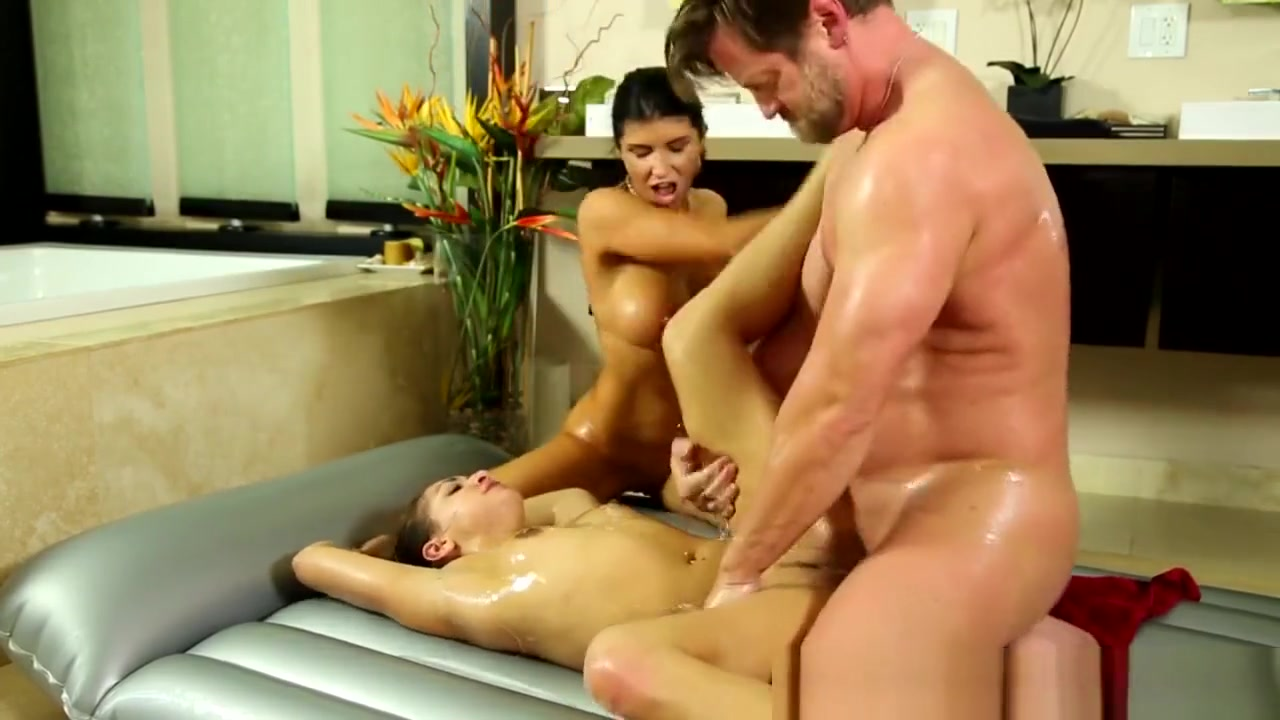 Masseuse In Threesome Screaming squirting milf