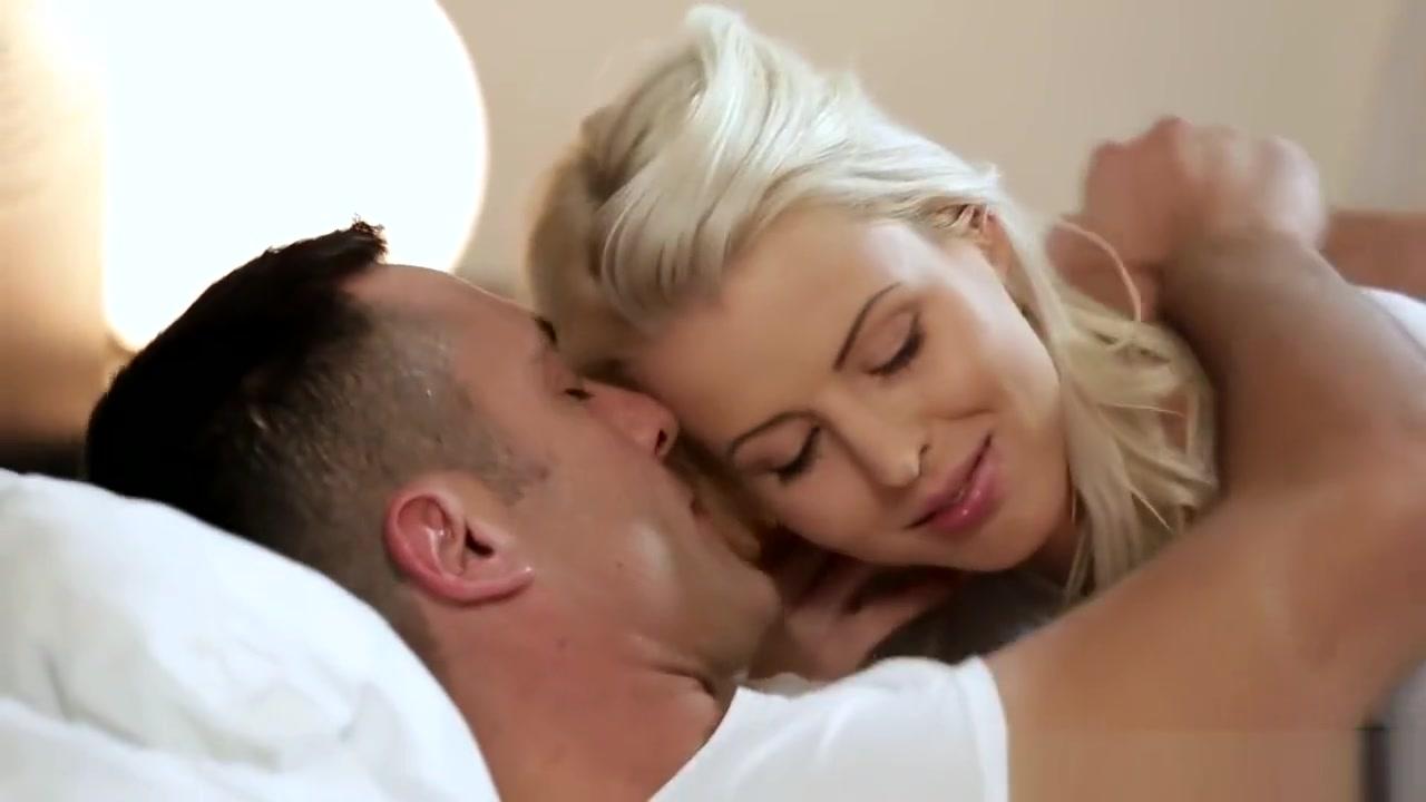 Super hot lesbian babe sucking Porn Pics & Movies