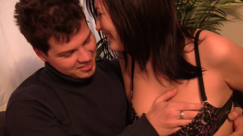 Excellent porn Angelica Kitten spends her time only with pussies