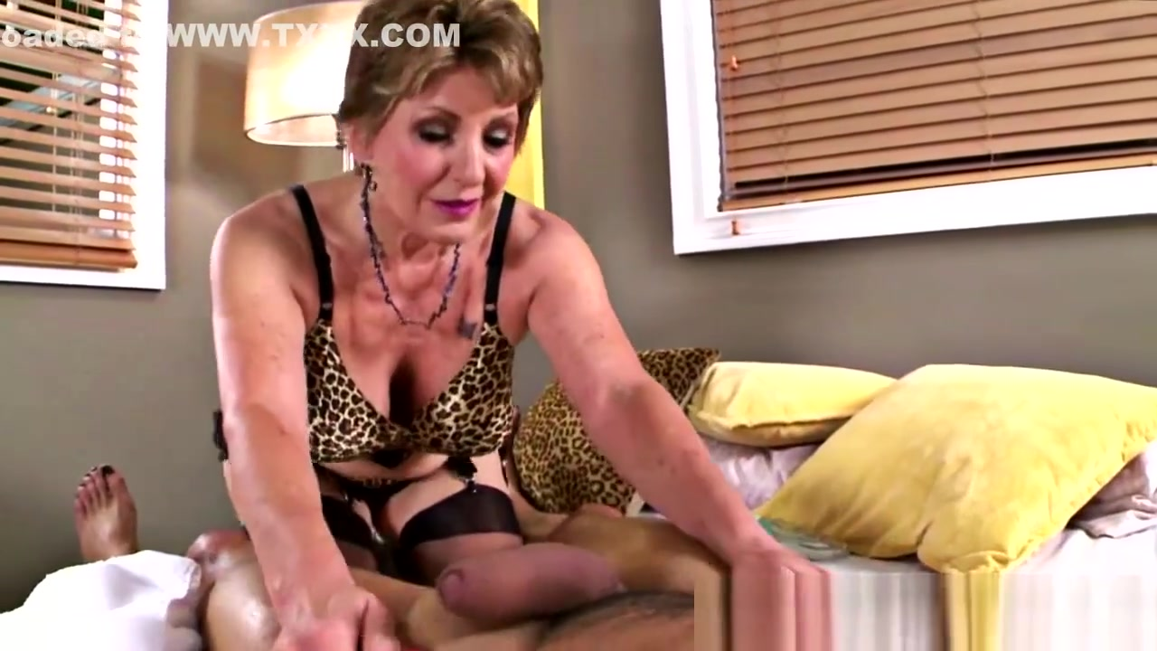 Naked Galleries Mothers Pussy Lippsing