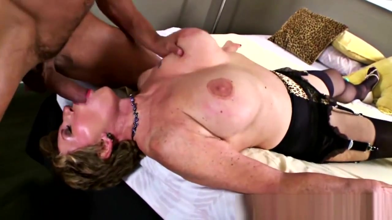 Milf Likes To Ride Younger Cock Real friensa show rheir boobs