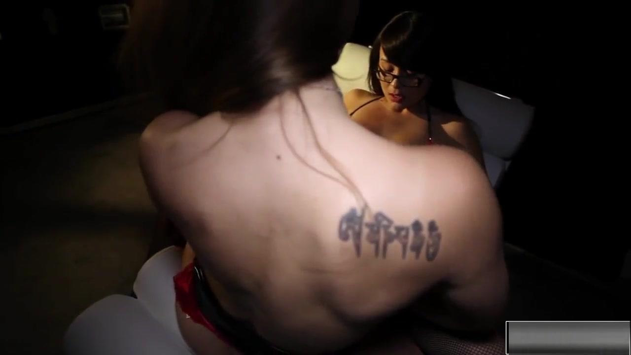 Masturbates tubs fuck Lesbo