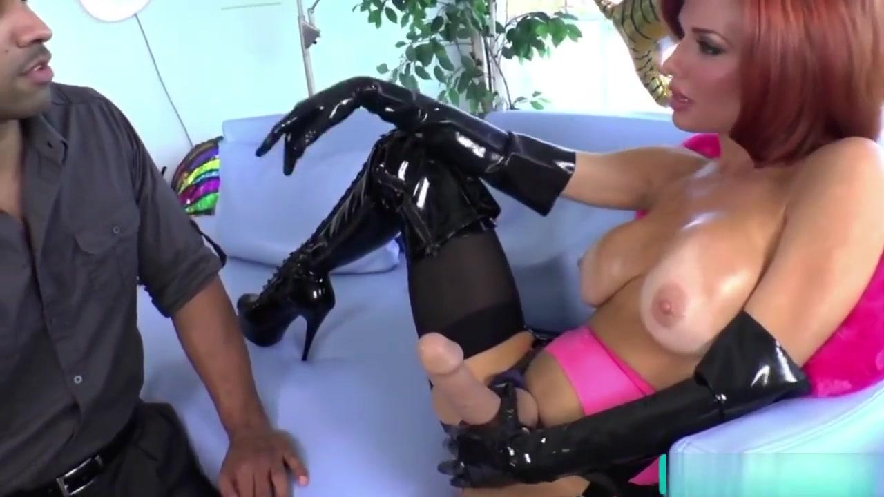 Porn Base Latin mature pantyhose highheels