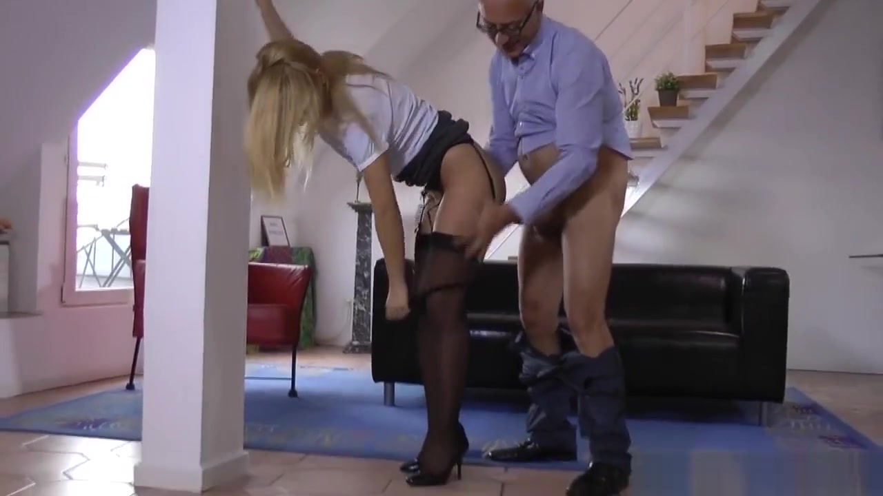 Melissa swallows is going down on a cock Porn pic