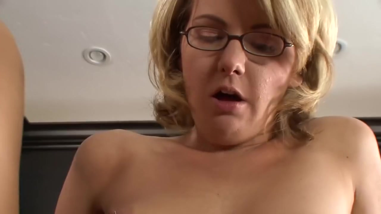Porn Pics & Movies Very thick pussy lips