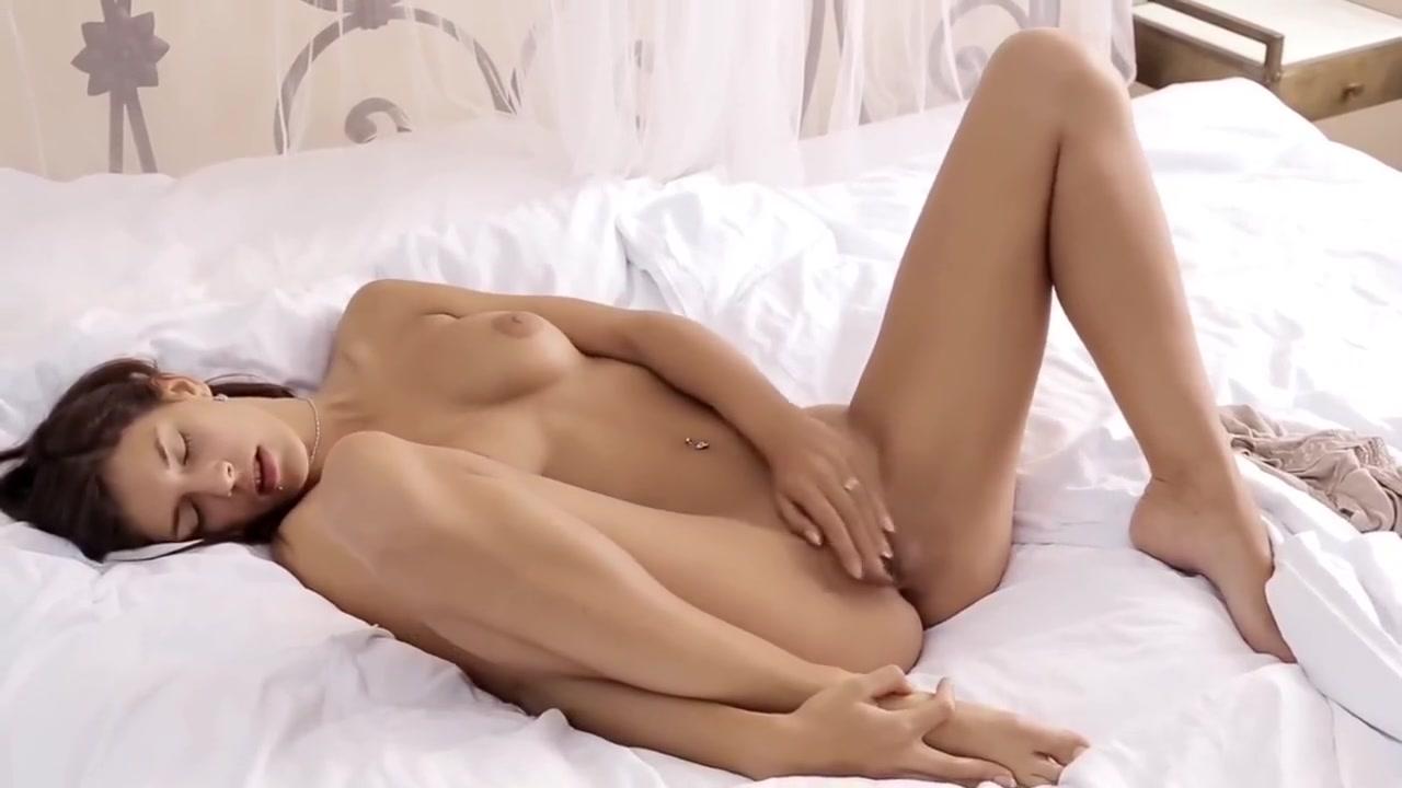 Sexy xxx video De belles lesbiennes japonaises se penetrent mutuellement