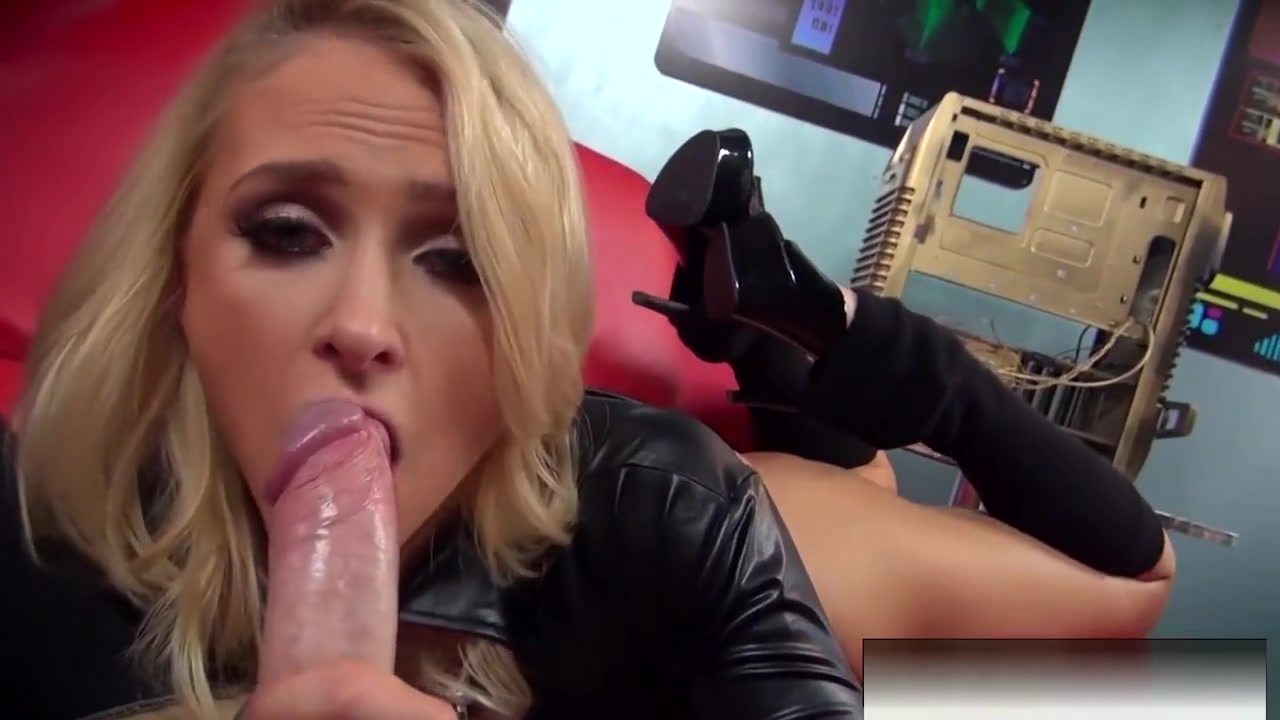 Blonde Babe Alix Lynx Sucks Off The Cameraman Shemale phone sex