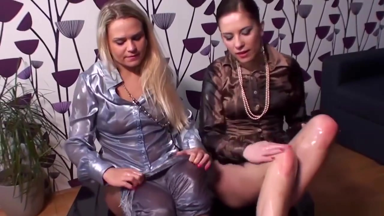 Orgies horny Peeing lesbin