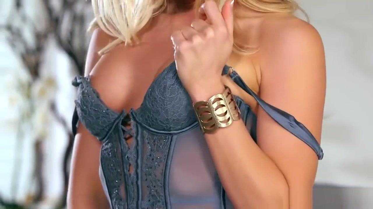 New xXx Video Brazilian lesbian extreme pee