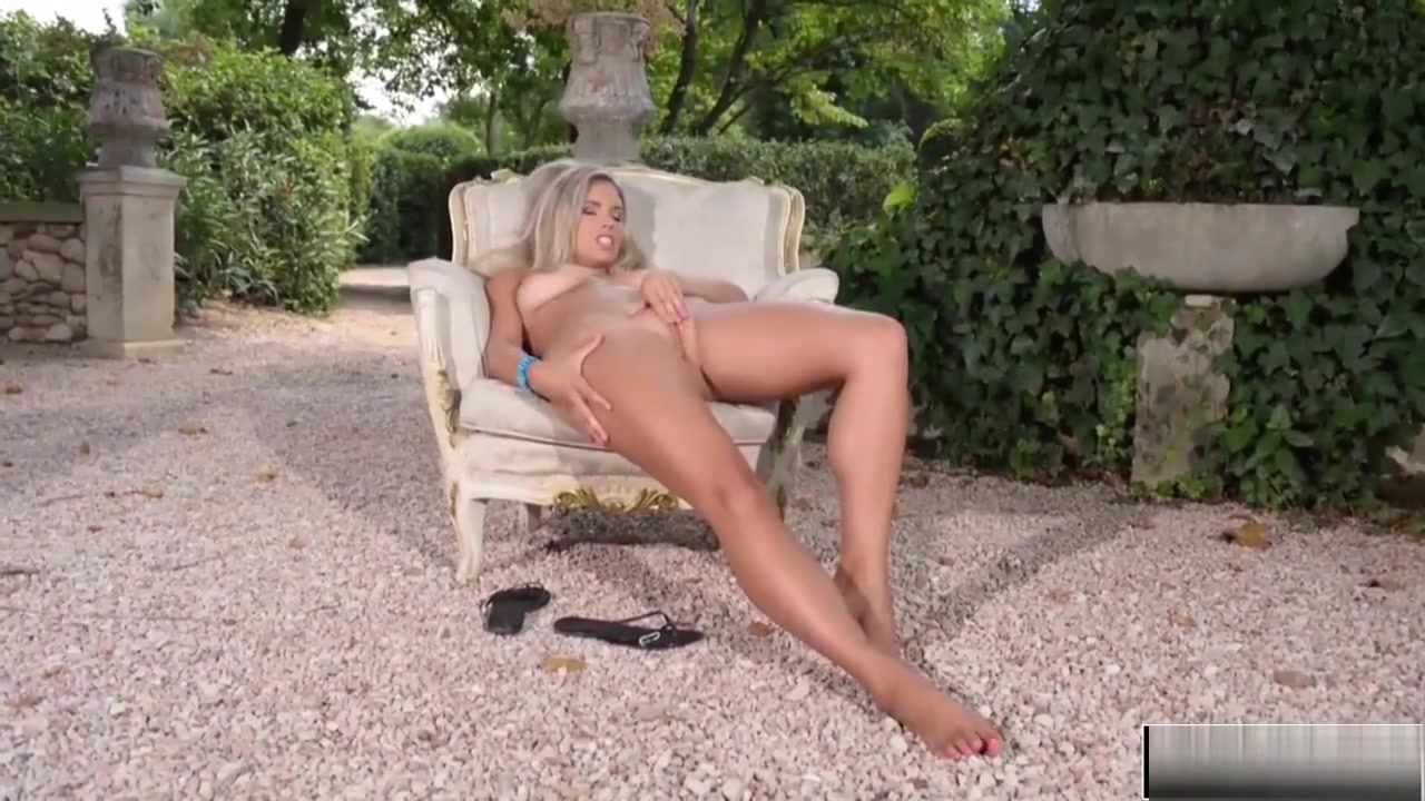 Naked Porn tube Public strip and pee xxx babe milf lezzies