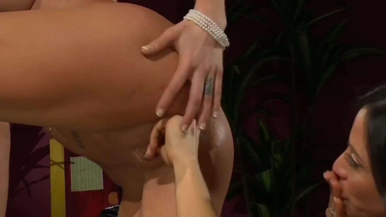 Homemade orgasim lesben Boobys