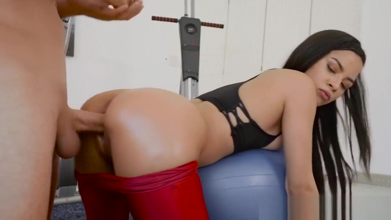 XXX pics Girl giveing a blow job