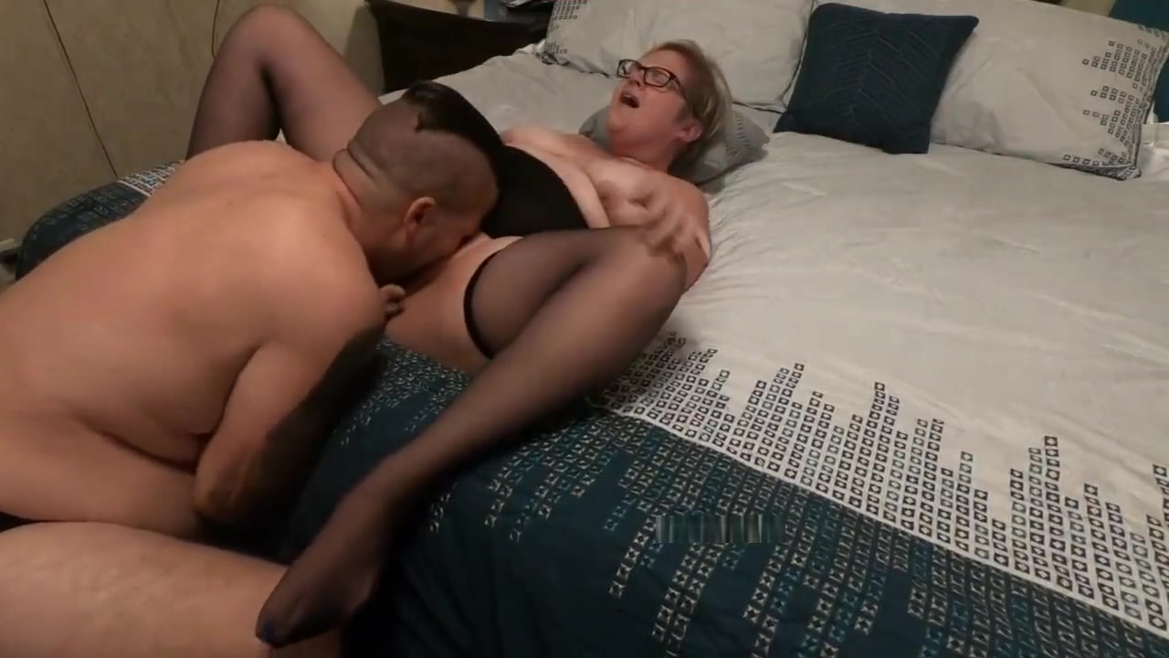 Sucking through glory hole Good Video 18+