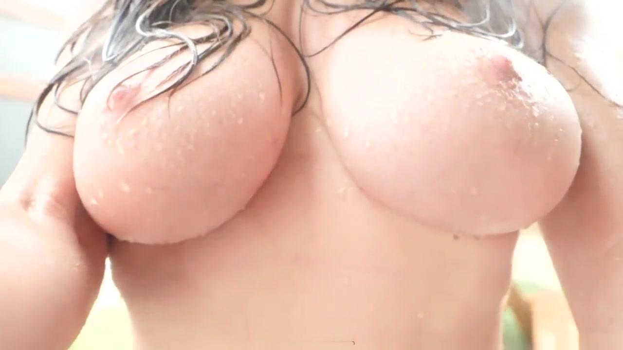 Nude photos Katrina kaif navel kiss