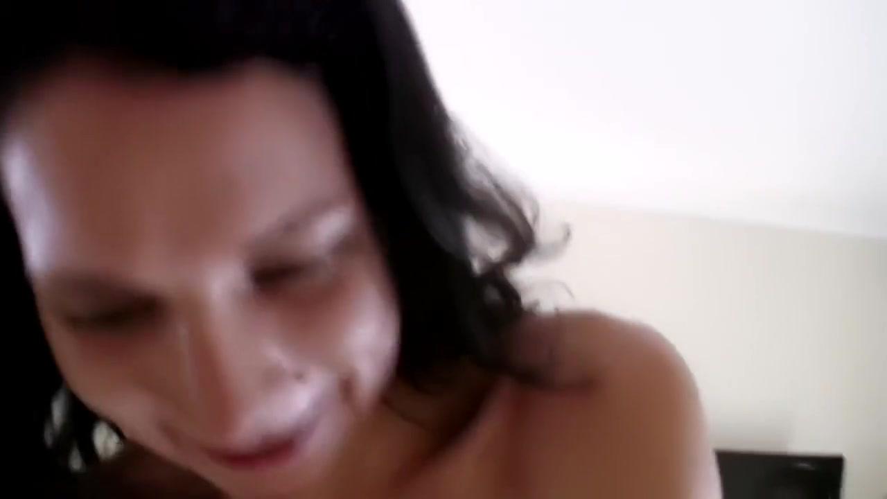 xXx Galleries Sexy voluptuous lady video