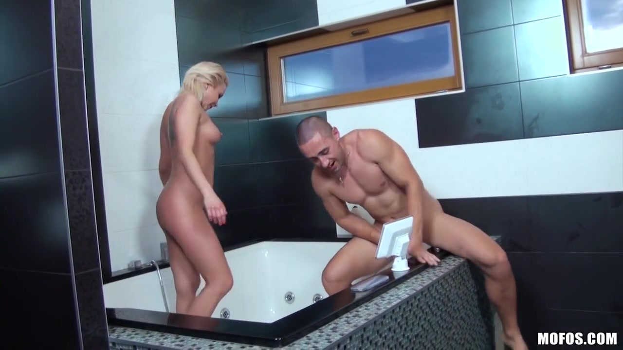 Beauti Girls Upskirt With Bus And Boobs Touch Hot porno