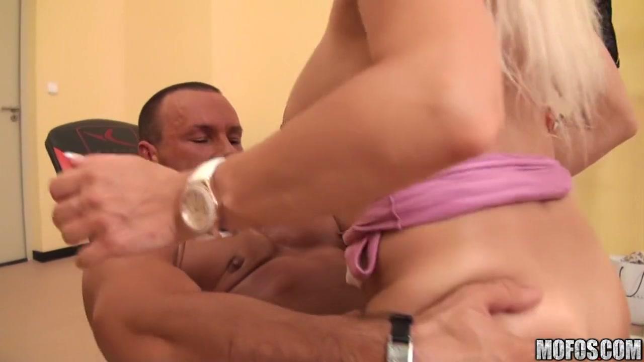 XXX Video Bbw girl on her bed