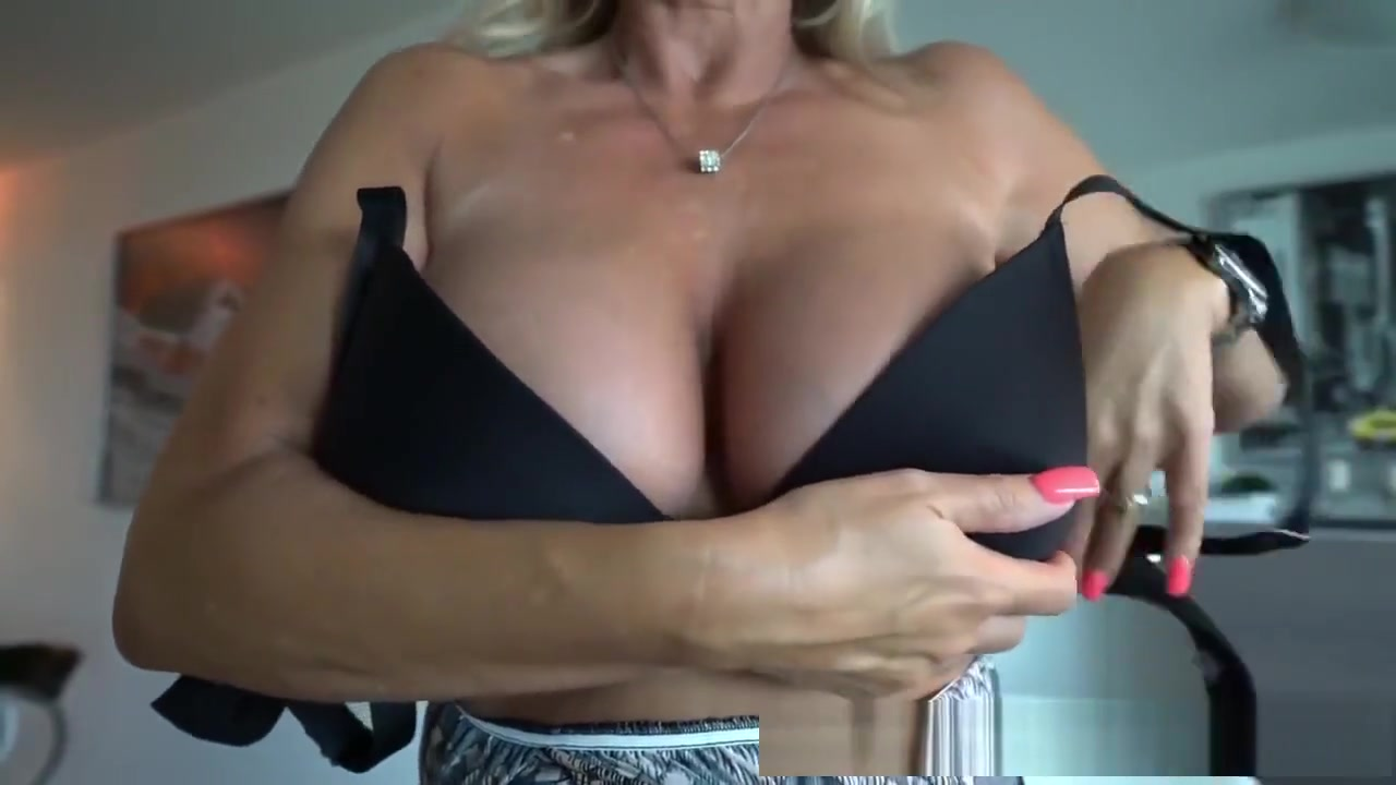Blonde mature on pool Porn archive