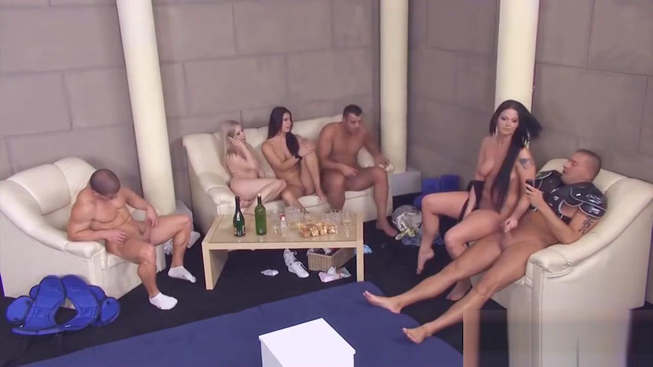 Nude 18+ Teen on her knees cum gif